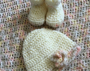 Welcome Baby blanket, booties and hat