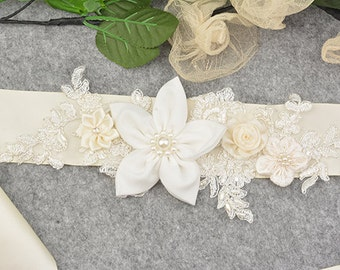 wedding belt,wedding sah,bridal belt/sash,bride belt/sash,beaded floral sash/belt, ivory rosette wedding belt/sash,