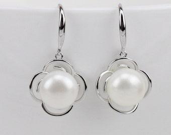 bridesmaid earrings,bridal pearl earrings,sterling silver flower dangling pearl earrings,wedding pearl earrings,filigree flower earrings