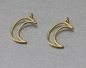 Crescent Brass Pendant . Polished Gold Plated . 10 Pieces / C1189G-010