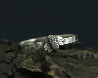 Queen Bee Ring--Sterling Silver Queen--Honey Bee Band--Bumblebee Ring--Nature Inspired Ring--Hammered and Oxidized Silver Band--Promise Ring