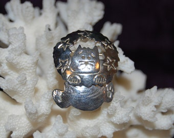 Bad Kitty Cat in Star Studded Wreath Vintage Sterling Silver Brooch