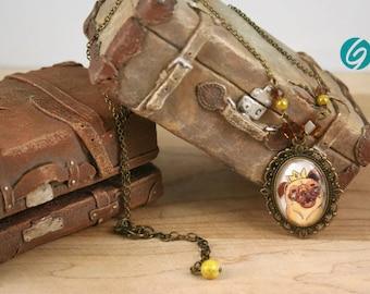 """Collier court chaîne cabochon """"BD"""" king Pug -  bijoux mode fait main par Créations GEBO - Dessin original de ValMo-Illustrations"""