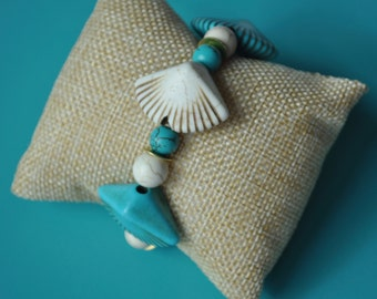 Chunky sea shell Stretch bracelet, heart detail Bracelet