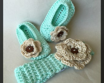 READY TO SHIP!! Green Baby Booties and Headband