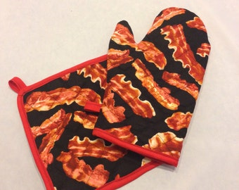Black bacon themed insulated/quilted oven mitt and pot holder set