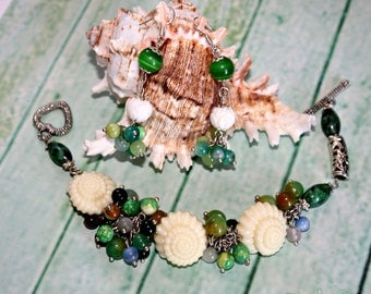 Bracelet and earrings a Far country