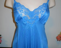 Vintage Van Raalte Long Elegant Nightgown ~ Teal Blue Elegant Gown ~ Romantic ~ Feminine ~ Blue Nightgown ~ Lolita ~ Size 32