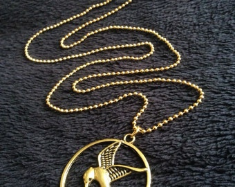80p UK P&P handmade fan inspired Mockingjay Necklace 30inch chain catching fire style pendant gold bird arrow UK Seller