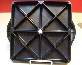 Nordic Ware  Mini Scone Pan Dish Made in USA 16 Triangular Units or Compartments Teflon Nonstick Coating Cast Aluminum Craft Baking Supply