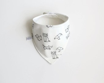 Baby bandana bib with origami animals. White baby or toddler bibdana. Cotton and flannel. Drool bib. Geometric pattern