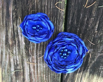 Cobalt blue silky flower hair clip. Formal flower hair accessory. special occasion accessory. Blue accessory. Blue hair clip. Royal blue