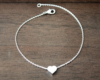Tiny Heart Charm Bracelet . Bridesmaid Bracelet . Dainty and Simple Everyday Bracelet . Bridesmaid Gift