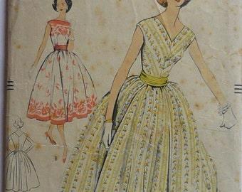 "Vintage Sewing pattern. Vogue 9124. Dress pattern 1950s bust 34"""
