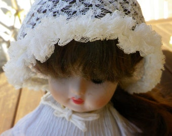 Superb old hat for Doll or baby in fine lace handmade