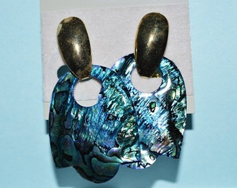 SALE...Beautiful Vintage Blue-Green Paua shell Earrings (1017332)