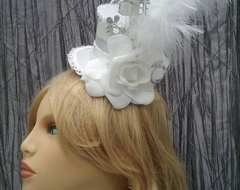 Bridal mini top hat, mini mad hatter,white top hat, bridal hair piece