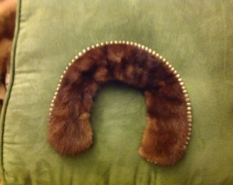 Mink collar lined with teardrop pearls