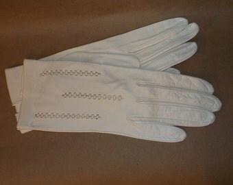 Vintage White Leather Wrist Gloves