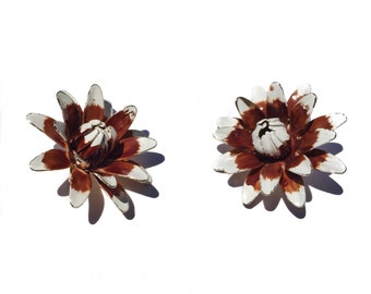Vintage 1950's mid century chrysanthemum white and brown enamel clip on earrings
