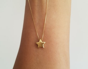 Beautiful star necklace in 18k gold