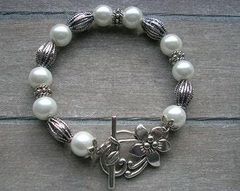 Strung bracelet, gift for mom, birthday gift, bracelet, glass pearl bracelet, flexible bracelet,