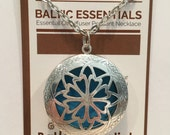 """Essential Oil Diffuser Aromatherapy Pendant, necklace jewlery antique silver locket with 24"""" Chain"""