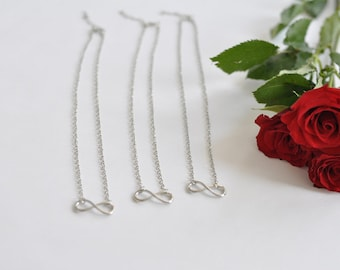 Infinity necklace - gift for loved ones in silver