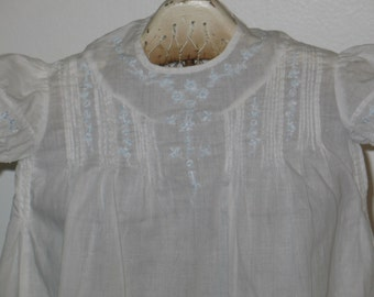 DARLING Antique Vintage Baby Christening Gown Hand Embroidered Pintucks 1002