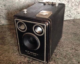 Former KODAK SIX-20 BROWNIE camera C