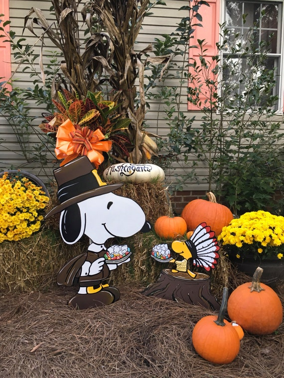 Snoopy thanksgiving yard art woodstock happy