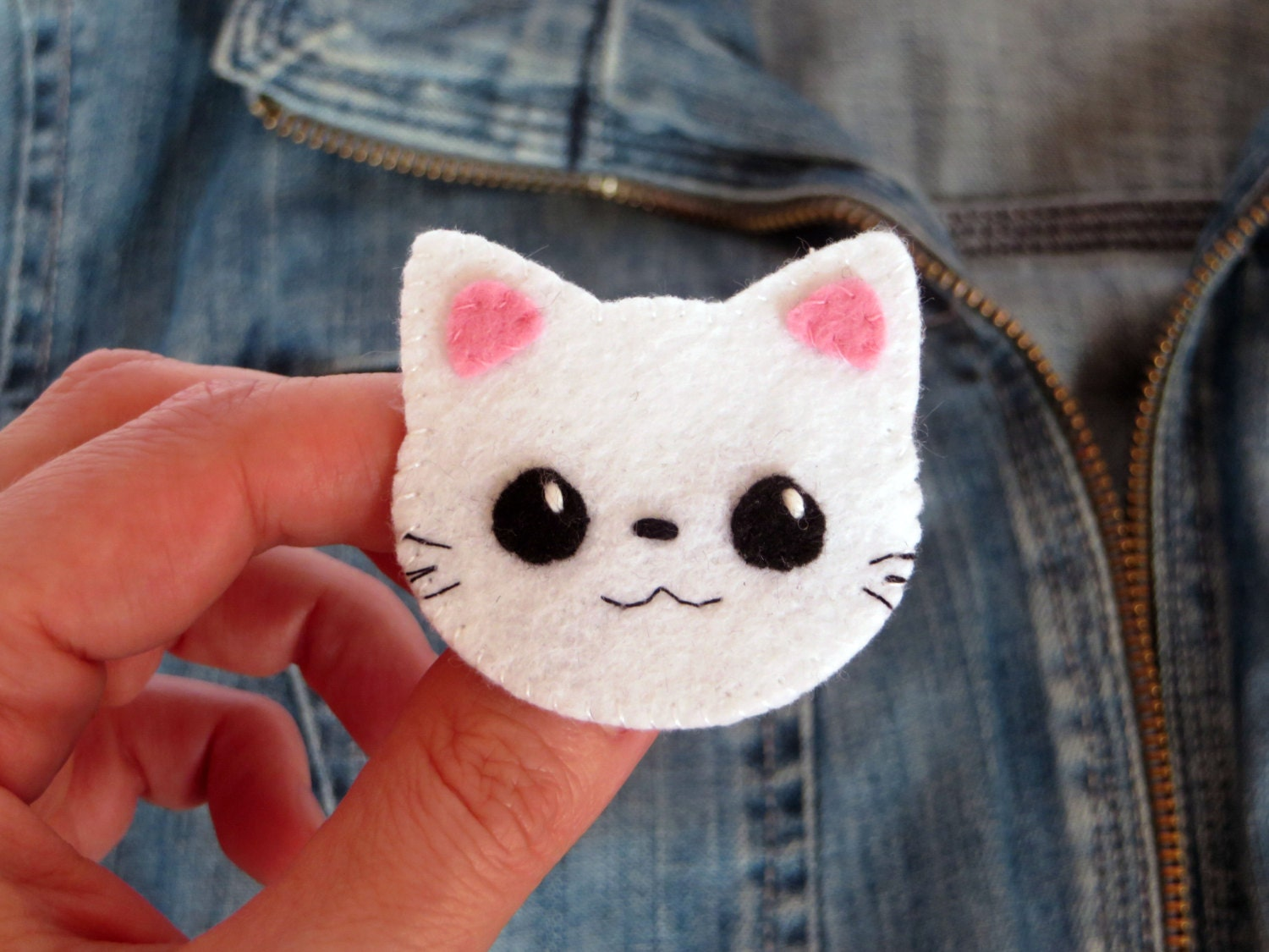 Broche chat broche kawaii badges chat kawaii feutrine for Badge fait maison