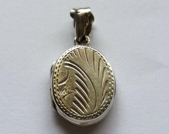 Vintage sterling 925 silver locket pendant oval shape two sides locket