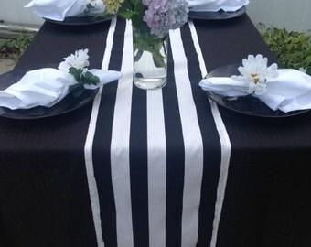 Table runner,Black and white   stripes