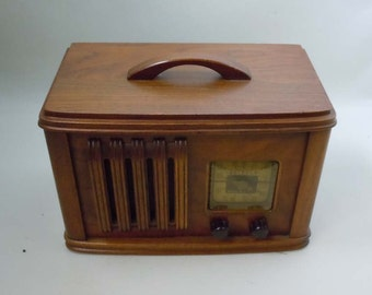 Art Deco Wooden Detrola 304 Tube Wood Radio Bakelite Dials 1930s