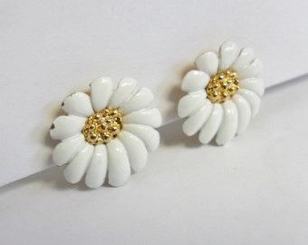 Vintage Monet White Flower Earrings Clip on