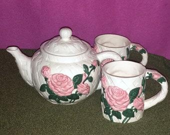 1995 Vintage New Looks Flowers Inc Ceramic White Lattice Teapot 2 Cups Mugs Pink Roses