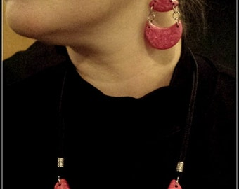 Beautiful Red Bib Necklace & Matching Earrings. *FREE SHIPPING*