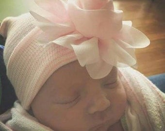 Newborn baby girl hat - hospital hat - hospital beanie - flower hospital hat - pink and white hat - Flower hat - girl hat - baby girl hat