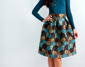 Fluffy skirt with floral patterns Blouse with open shoulders