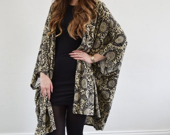 Black & cream printed oversized kimono