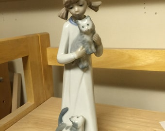 "Porcelain CASADES ""Girl with cats"" figurine"