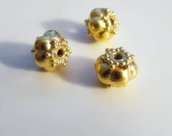 Gold vermeil bead, round bead 6 x 7.50 mm, Bali balinese DIY toggle findings jewelry craft supplies.