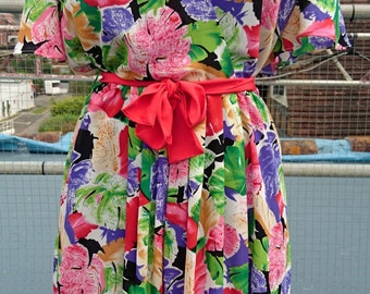 Beautiful floral, floaty summer dress with red ribbon belt, by iconic vintage brand Mister Dee.  S14