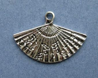 10 Fan Charms -  Fan Pendants - Fan - Fans - Antique Silver - 5.5cm x 3.9cm --(T8-10702)