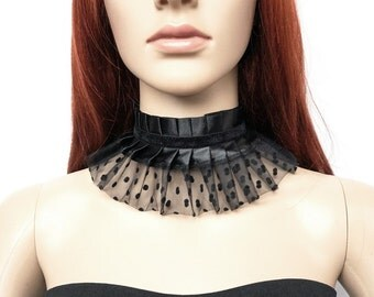 Gothic point tulle collar