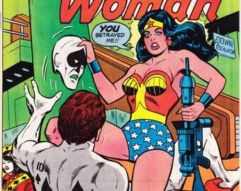 Wonder Woman 256, comic book. Female Superhero. Amazon, Tiara, Lasso, Bronze Age, Vintage Paradise Island. 1979 DC Comics in NM (9.4)