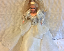 Vintage Barbie wearing a Beautiful Ball Gown (no Shoes), Earnings, Ring and Hair Band to match Her Head is dated 1976 body 1966 Excellent