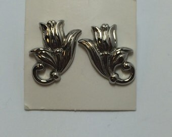Vintage Tulip Pierced Earrings 9679
