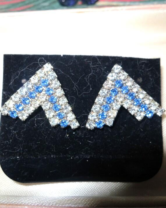 Beautiful 1970s new blue and clear rhinestone earrings for pierced ears